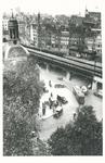 1970-2355 Het Beursplein met rechts Station Beurs. Links de toren van de Beurs.