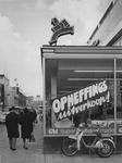 1970-2512 Hoek Wijde Kerkstraat - Hoogstraat bij warenhuis Galeries Modernes.Op de achtergrond de Rotterdamsche Bank ...