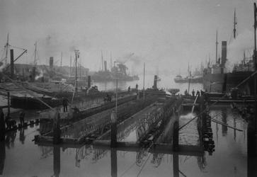 1971-1094 Bouw van de koelputten van de Electrische centrale aan de Schiehaven.