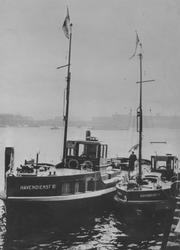 1971-14 Schipper Bouwman en twee sleepboten van de Havendienst de V en de VI, gemaakt door leerlingen van Maatschapppij ...
