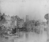 1971-1984 De Kolk, links het Westnieuwland, rechts de Korenbeurs, op de achtergrond de toren van de Sint-Laurenskerk.
