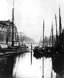 1971-311 De Blaak met de Beursbrug (afgebroken in 1872) en links een gedeelte van de Beurs.
