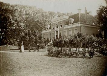 1971-326 Buitenplaats Vredenoord aan de 's-Gravenweg.