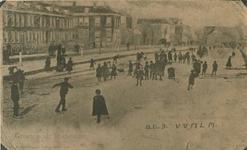 1971-329 Schaatsers op de Vliet langs de Goudserijweg.