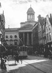 1971-36 De Gedempte Botersloot met op de achtergrond het oude stadhuis aan de Kaasmarkt.