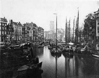 1971-398 De Kolk.Op de achtergrond de toren van de Sint-Laurenskerk.