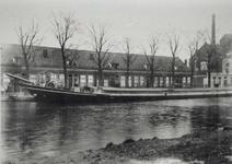 1971-509 Gezicht op de Delfshavense Schie en Aelbrechtskade, ter hoogte van de Hooidrift.