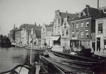 1971-511 Gezicht op de Aelbrechtskade en Delfshavense Schie gezien vanaf het Lage Erf.