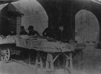 1971-871 Boekenstalletje van H.C. (Carel) Berkelouw (uiterst links) onder het spoorwegviaduct bij het Beursplein - ...