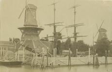 1972-1254 De oliemolen De Reus aan de linkerzijde van de Boerengat en rechterzijde oliemolen De Naarstigheid` .