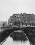 1972-1265 Gezicht op de Vierambachtsstraat en de Burgemeester Meineszlaan.