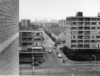 1972-2230 De Cornelis Danckertsstraat, gezien vanuit een studentenflat. Links het Jacob van Campenplein en rechts de ...