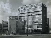 1972-362 Het gebouw van de Ammanstichting aan het Ammanplein, nummer 2 t/m 14 vanaf de Boezemsingel uit het zuidoosten.