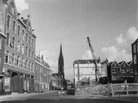 1972-367 De kerk van de Allerheiligste Verlosser, aan de Goudse Rijweg, uit het westen. Rechterzijde: afgebroken ...