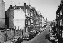 1972-793-TM-798 Gezichten in de Schoonderloostraat.Afgebeeld van boven naar beneden:-793: uit het zuiden;-794: links ...