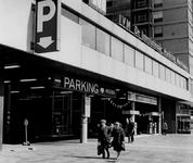 1972-857 De parkeergarage Weena aan de Karel Doormanstraat tussen het Lijnbaanhof en Weena.