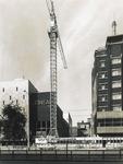 1973-1450 Laatste bebouwing tussen bioscoop Cineac-NRC (links) en hotel Atlanta (rechts) aan de Coolsingel, uiterst ...