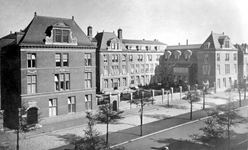 1973-1993 Kraaminrichting Rijkskweekschool voor vroedvrouwen aan de Henegouwerlaan.