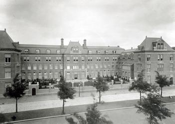 1973-2010 Kraaminrichting Rijkskweekschool voor vroedvrouwen aan de Henegouwerlaan.
