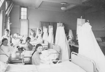 1973-2018-TM-2020 Interieurs van de Rijkskweekschool voor Vroedvrouwen aan de Henegouwerlaan.Afgebeeld van boven naar ...