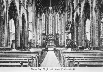 1973-271 Interieur van de Sint-Josephkerk aan de West-Kruiskade, gezien naar het altaar.