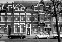 1973-761 Huizen nummers 138, 140 en 142 aan de oostzijde van de Heemraadssingel. Links Huiszorg vereniging voor ...