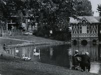 1974-1076 Hengelsport aan de Boezemsingel.