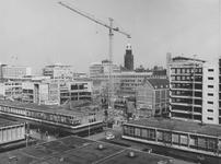 1974-1223 De Lijnbaan en de Aert van Nesstraat met nieuwbouw op de plek waar vroeger het r.k. Instituut Sint Lucia ...