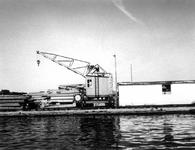 1974-1277 Houtindustrie Abraham van Stolk aan de Delfshavense Schie.