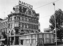 1974-1492 Chinees Indonesisch restaurant De Lange Muur aan de West-Kruiskade, hoek van de Diergaardesingel (rechts).