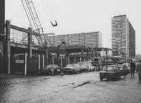 1974-207 De Aert van Nesstraat met de parkeergarage van de Bijenkorf in aanbouw.