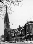 1974-664 De rooms-katholieke kerk de Allerheiligste Verlosser aan de Goudse Rijweg, vanuit het zuidoosten gezien. ...