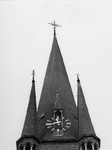 1974-671 De toren van de rooms-katholieke kerk de Allerheiligste Verlosser aan de Goudse Rijweg.