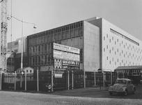1974-802 De parkeergarage van de Bijenkorf in aanbouw aan de Aert van Nesstraat.