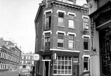 1975-1207 Gezicht in de Van der Hilststraat, hoek van de Aelbrechtstraat.