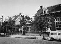 1975-1310-EN-1311 Openbare kleuterschool Kleuterland aan de C.P. Tielestraat 12.Afgebeeld van boven naar beneden:-1310-1311