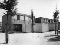 1975-1367 De woningstichting 'de Zonneweide' aan de Ivoordistel.