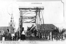 1975-2040 De Hogebrug (gebouwd in 1863) over de Delfshavense Schie, gezien vanaf de Overschieseweg. Op de achtergrond ...