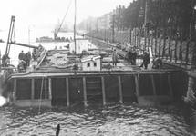 1975-2069-TM-2073 De Boompjes aan de Nieuwe Maas. Verbreding van de kade in verband met de verbinding met de ...
