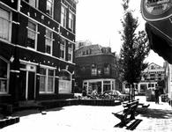 1976-1280 Gezicht in de Palmdwarsstraat met links de Palmstraat. Op de achtergrond de Bloemstraat.