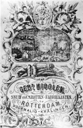 1976-1607 Reclameplaat van de snuif en carottenfabrikanten de 'Gebroeders Hioolen'. Links een fabriek en rechts de 2 ...