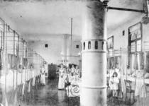 1976-287-TM-289 Het Coolsingelziekenhuis.Van boven naar beneden afgebeeld:- 287: Verpleegzaal voor vrouwen.- 288: ...
