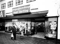 1976-29-EN-30 Het bedrijf Elektrorama houdt uitverkoop in verband met de afbraak van het winkelpand aan de Nieuwe ...
