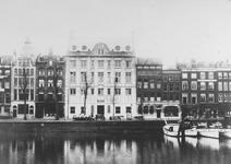 1976-348 Gezicht op de Blaak en de Zuidblaak. Het pand in het midden was in 1917 de vestiging van drukkerij Benedictus.