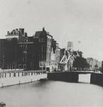 1976-363 De Delftsevaart met de Galerijbrug en daarachter de Stokvisbrug, links de Galerij.Op de achtergrond de toren ...