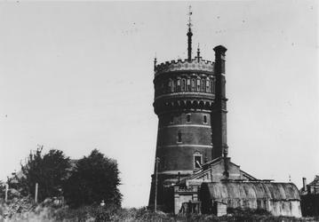 1976-726 De watertoren en bijgebouw aan de Nieuw Mathenessepolder.