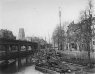 1976-994 De Kolk, rechts de Open Rijstuin, links het spoorwegviaduct, het Westnieuwland en de Grotemarkt, op de ...