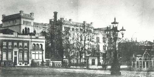 1977-109 De Binnenwegsebrug, de Coolsingel met links pand nr. 65, bewoond door dr. H.J. Sleurs, rechts het ...