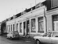 1977-1301 Zuidzijde van de Adelaarstraat met oude panden.