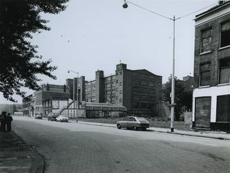 1977-1884 Pand van Jamin, voormalig fabrieksgebouw aan de oostzijde in de Hugo de Grootstraat. Hoek Goudserijweg uit ...